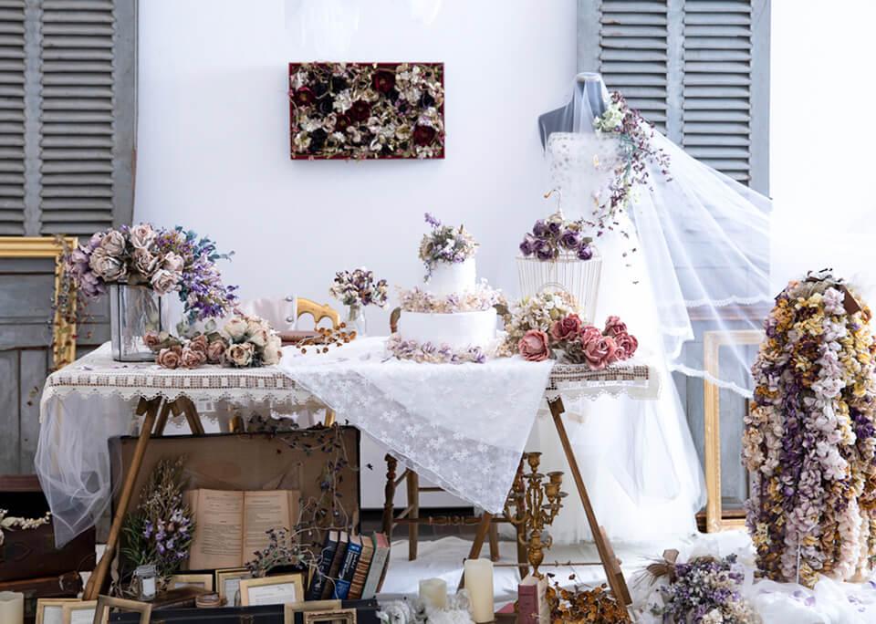 ブライダルをテーマにアンティーク家具&雑貨とコラボした展示。金沢21世紀美術館にて